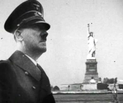 Hitler admirando la Estatua de la Libertad en la conquistada Nueva York