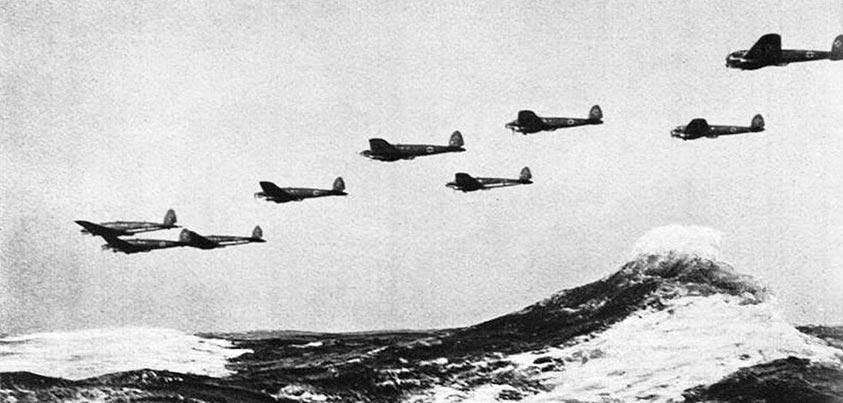 Bombarderos alemanes atacando Inglaterra en la IIGM