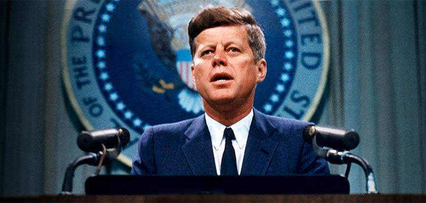 John Fitzgerald Kennedy en rueda de prensa