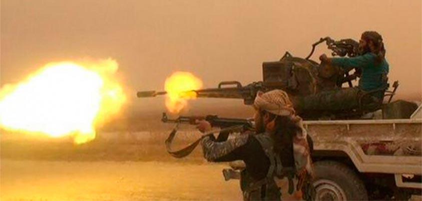 Yihadistas abriendo fuego pesado