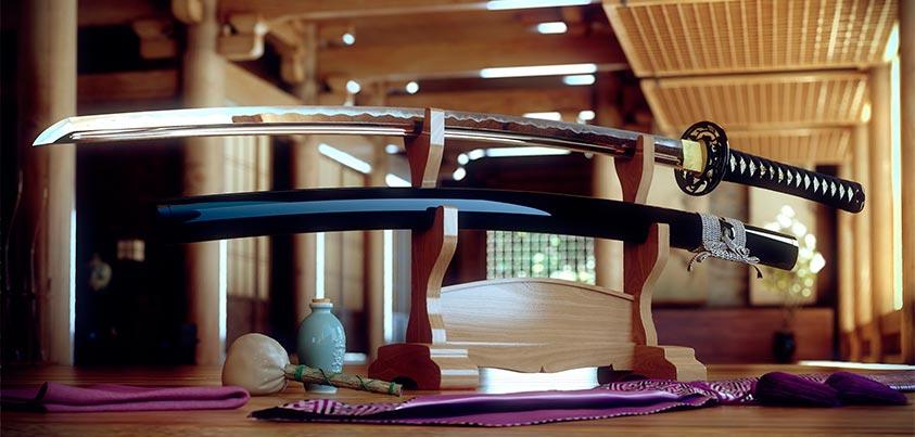 Presentación de una katana y vaina en un edificio japones