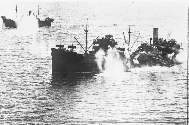 Convoy italiano atacado por la aviación británica