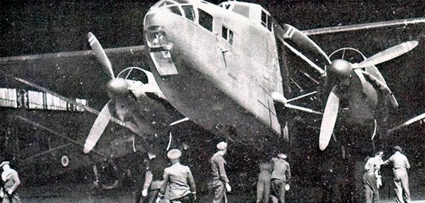 El bombardero francés Jules Verne en el hangar