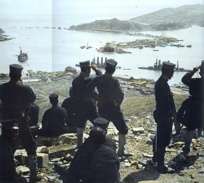 Japoneses ante la recién tomada Port Arthur (1905)