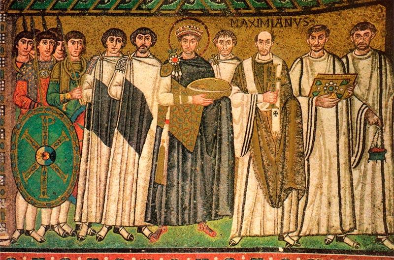 Belisario a la diestra de Justiniano, y Procopio a la diestra de Belisario.