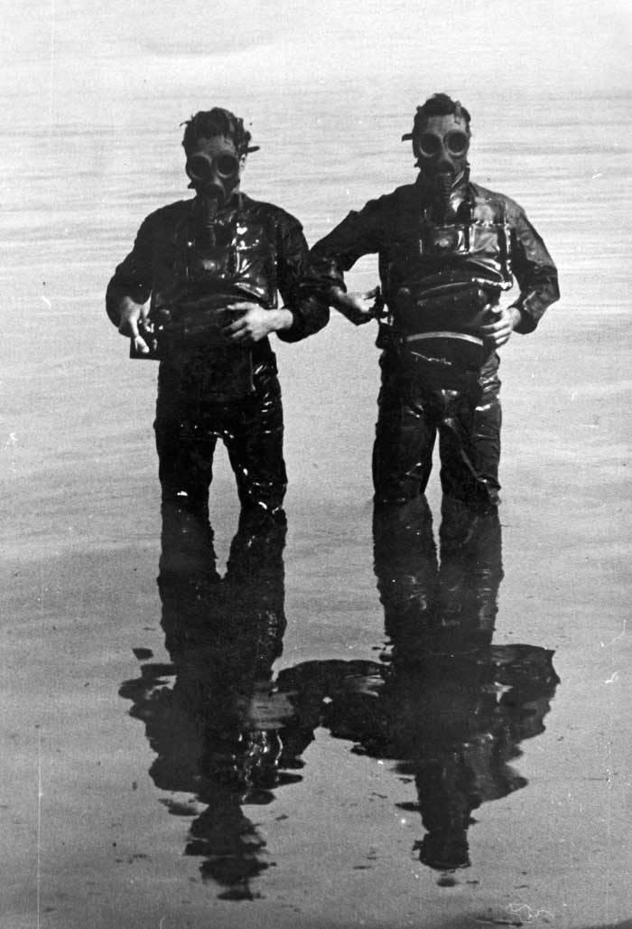 Imagen de dos miembros de la Xª Flotilla MAS