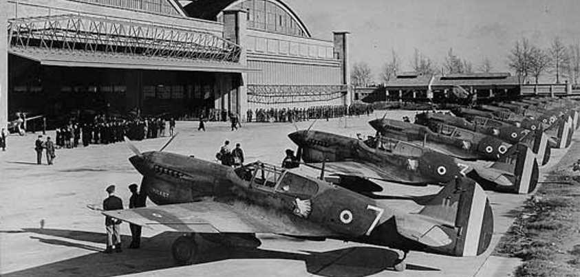 Warhawks estadounidenses comprados por los franceses