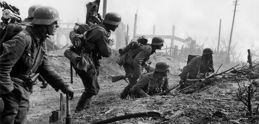 Soldados alemanes combatiendo en Stalingrado