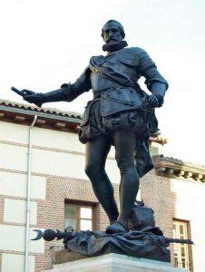 Estatua de Álvaro de Bazán en la Plaza de la Villa