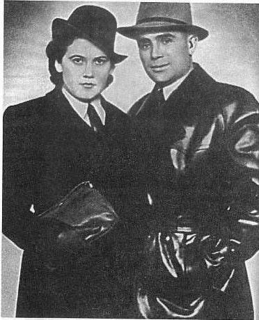 El Comandante Tavrin y la Teniente Shilova fotografiados poco antes de partir a su misión.